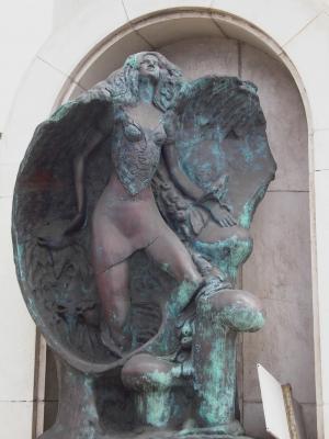 MONUMENTO A BELEN MARIA