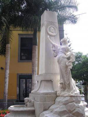 MONUMENTO A  AMBROSIO HURTADO DE MENDOZA