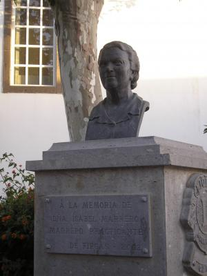 MONUMENTO A LA MEMORIA DE DOÑA ISABEL MARRERO MARRERO