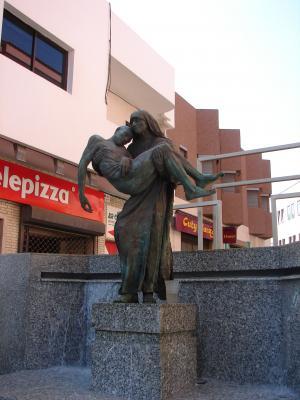 MONUMENTO A TERESA DE CALCUTA