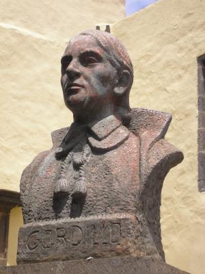 MONUMENTO AL CANONIGO GORDILLO