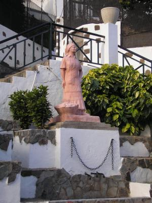 ESCULTURA HOMENAJE  A LA LAVANDERA
