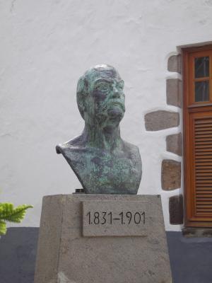 MONUMENTO AL DOCTOR CHIL