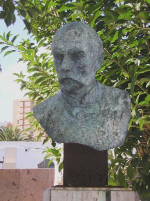 MONUMENTO A DON  GREGORIO CHIL Y NARANJO