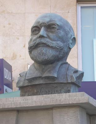 MONUMENTO A FERNADO LEÓN Y CASTILLO