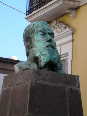 MONUMENTO A DOMINGO J. NAVARRO