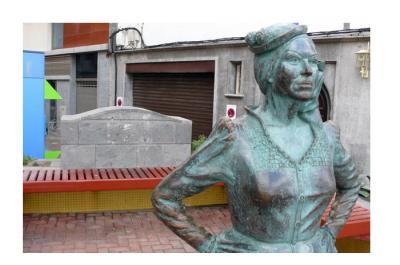 Más gamberradas ?. Desaparece la placa homenaje de la escultura de Mary Sánchez.