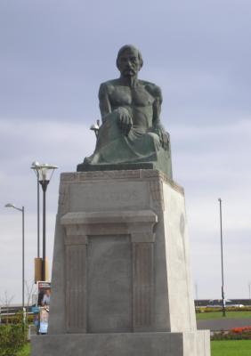 MONUMENTO A DON BENITO PÉREZ GALDÓS