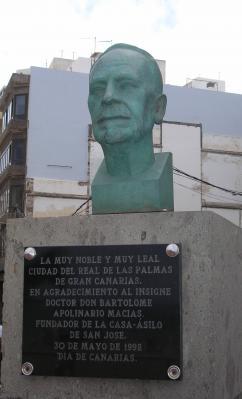 MONUMENTO AL DOCTOR DON  APOLINARIO MACIAS
