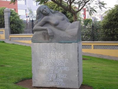 """ESCULTURA """"MUSA DE LA POESIA""""  MONUMENTO A LOS POETAS DE TELDE"""