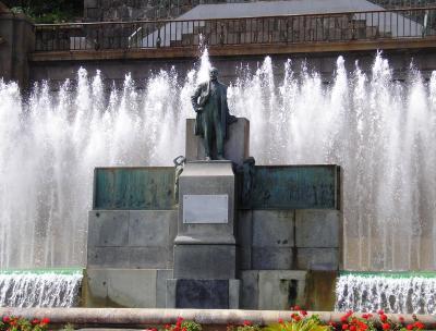 MONUMENTO A DON FERNANDO DE LEON Y CASTILLO