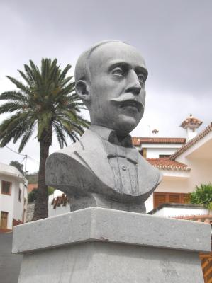 MONUMENTO A FRANCISCO GONZALEZ DIAZ
