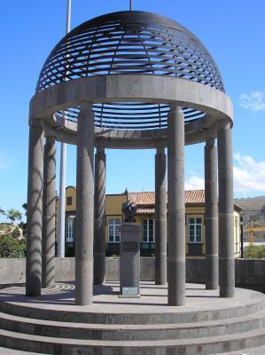 MONUMENTO AL PINTOR GUILLERMO SUREDA ARBELO