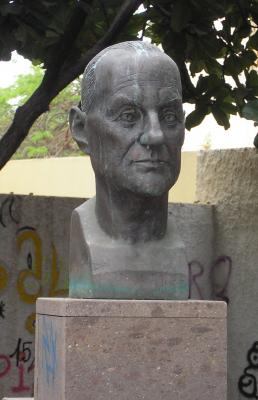 MONUMENTO AL DOCTOR D. JOSE PONCE ARIAS