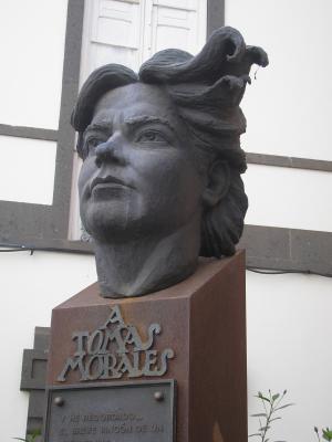 MONUMENTO A TOMAS MORALES