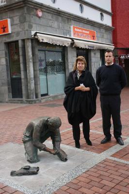 Reponen la escultura de 'El Pescador' en el paseo de Las Canteras