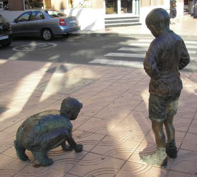 HOMENAJE JUEGOS INFANTILES, ESCULTURA CANICAS