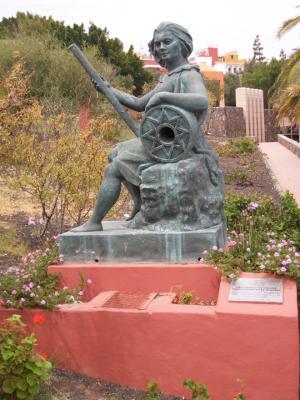 MONUMENTO A LA MUJER TRABAJADORA DEL SEQUERO