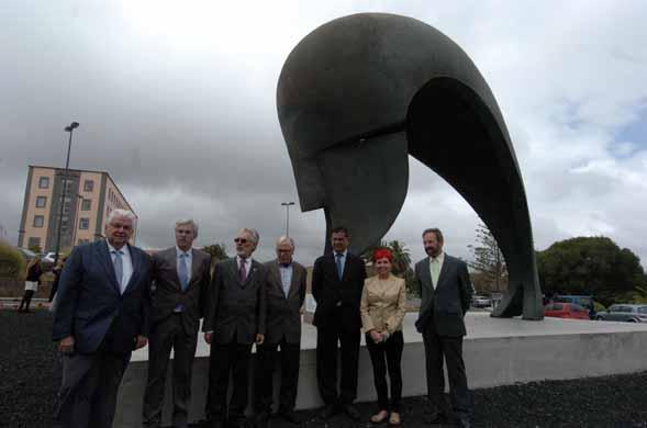 La rotonda principal del campus universitario de Tafira es la nueva y definitiva ubicación de la emblemática obra de Martín Chirino