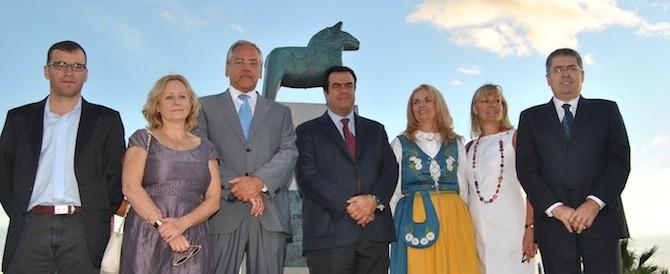 Los suecos conmemoran los 50 primeros años del turismo nórdico en Gran Canaria con una escultura